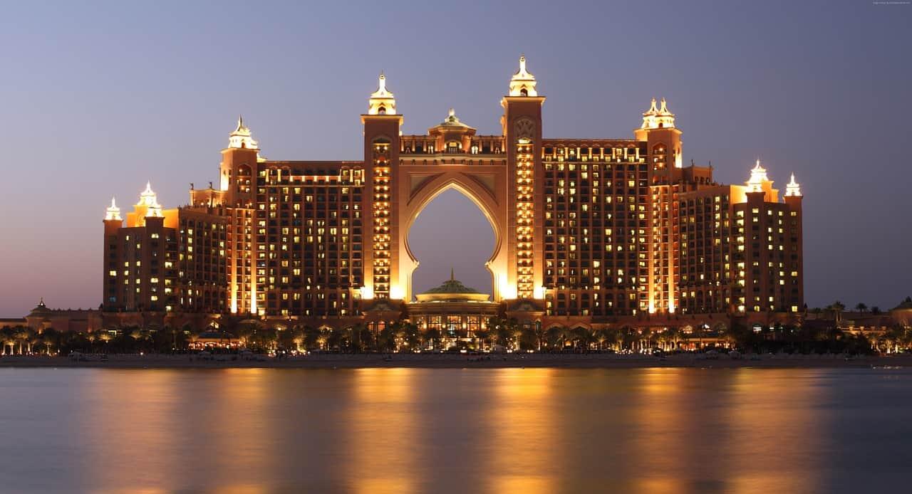 מלון גדול