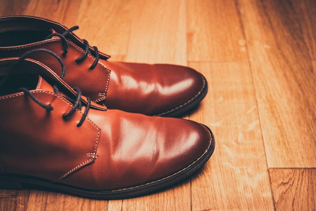 נעל חומה