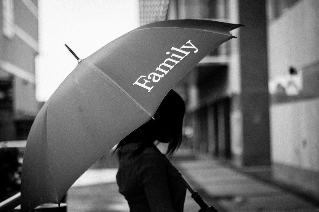 מטריה עם כיתוב