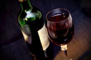 איך בוחרים מארזי יין לשבועות